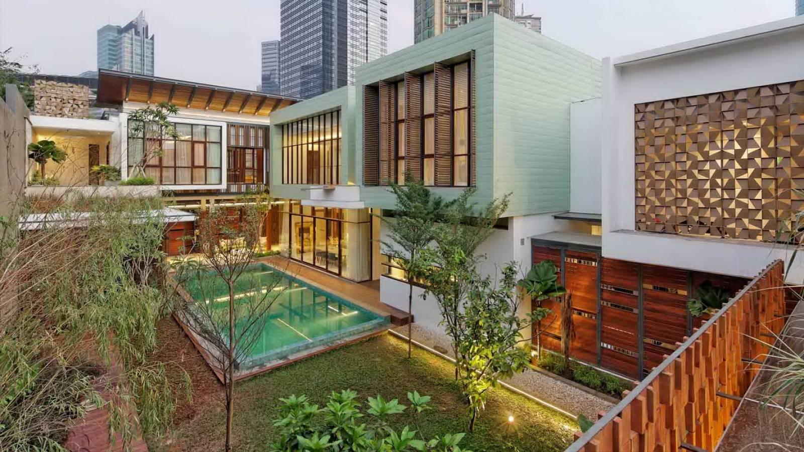 Atelier Cosmas Gozali Denpasar Residence At Kuningan Jakarta, Indonesia Jakarta, Indonesia Backyard View Tropis,modern,tradisional,kontemporer,glass  2290