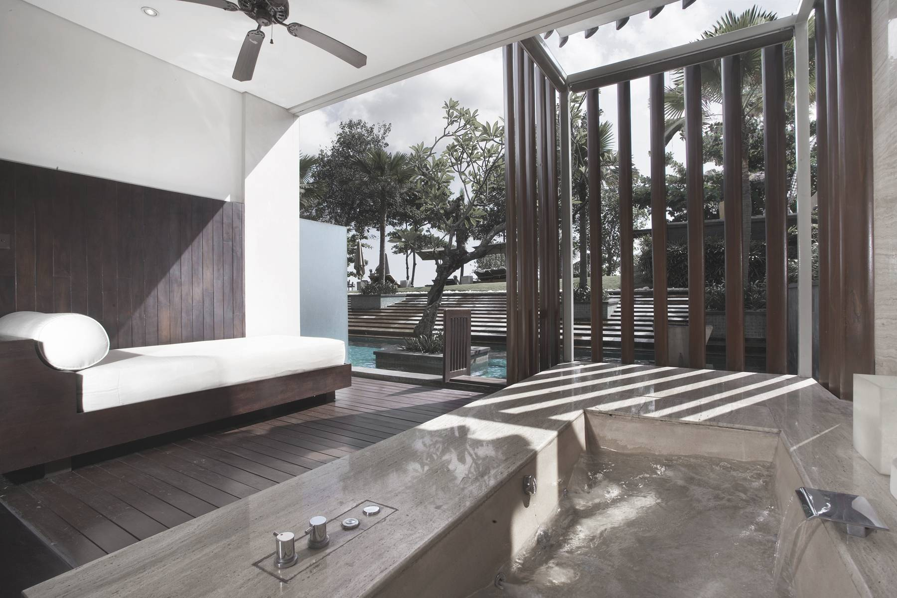 Antony Liu + Ferry Ridwan / Studio Tonton Anantara Seminyak Bali Resort Seminyak, Bali, Indonesia Seminyak, Bali, Indonesia Bathroom Resort Modern  8030