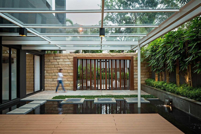 Dp+Hs Architects S+I House Jakarta, Indonesia Jakarta, Indonesia Pond Modern  12028