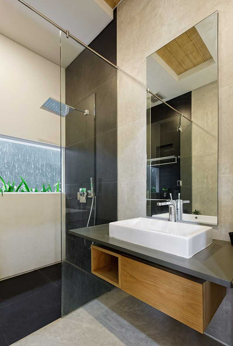 Delution Architect Inset House Jatibening, Pondokgede, Bekasi City, West Java, Indonesia Jatibening, Pondokgede, Bekasi City, West Java, Indonesia Bathroom Kontemporer,modern  36749