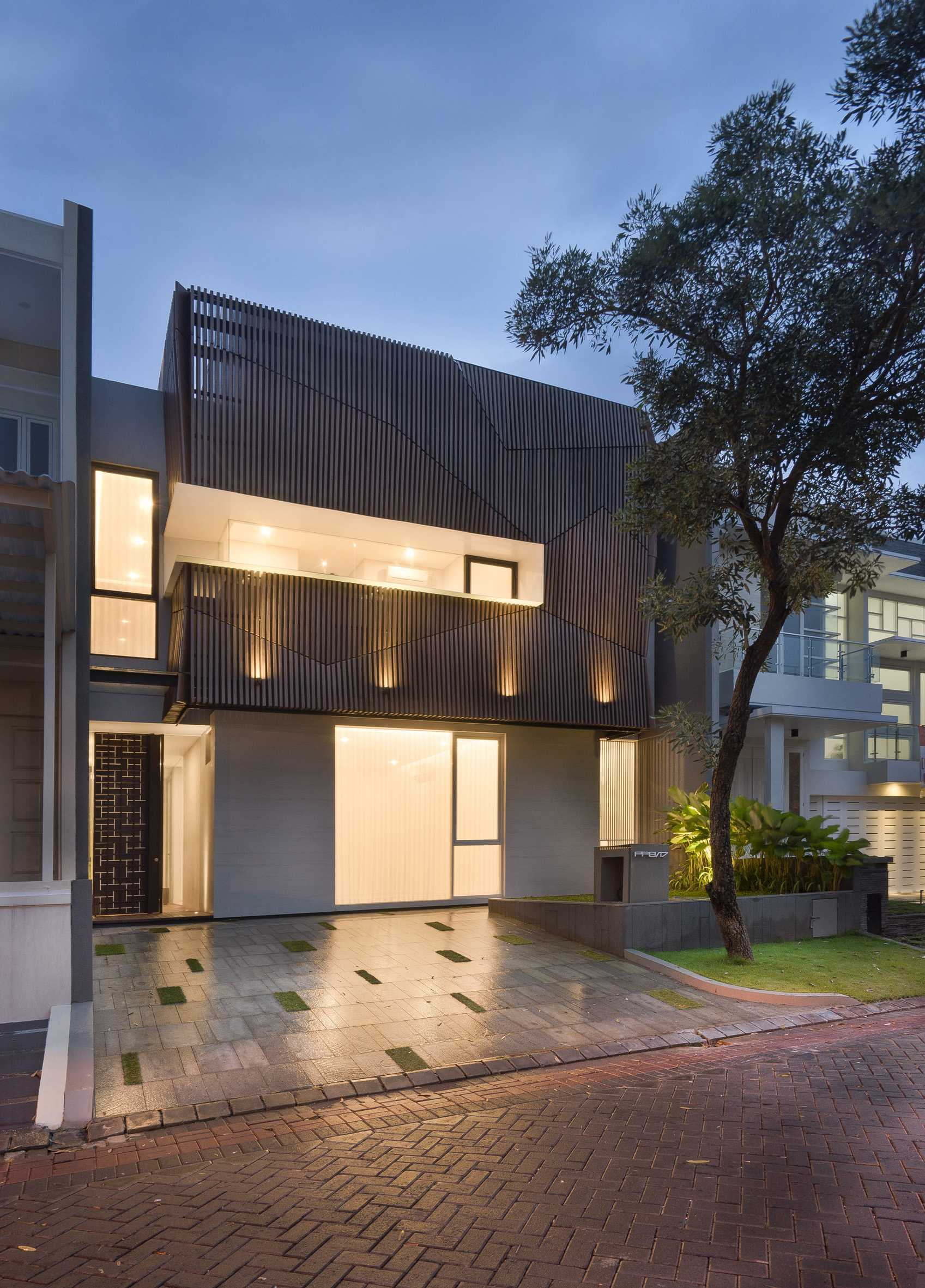 "Simple Projects Architecture ""s"" House Pakuwon Indah, Surabaya - Indonesia Pakuwon Indah, Surabaya - Indonesia Facade Modern  32966"