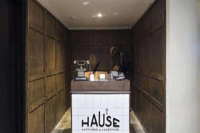 Foto inspirasi ide desain restoran Reception area oleh Bitte Design Studio di Arsitag
