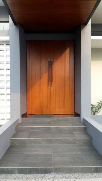 Foto inspirasi ide desain entrance industrial Front door oleh PHIDIAS INDONESIA di Arsitag