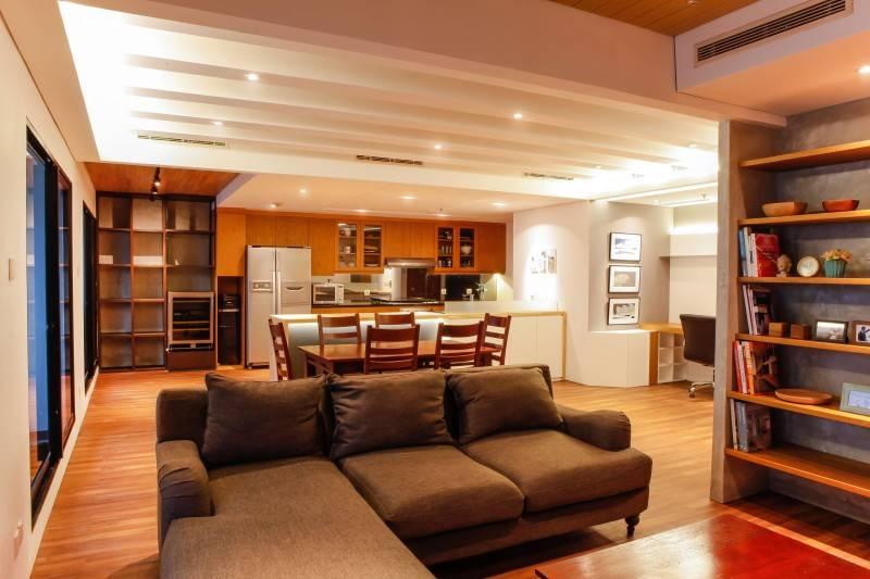 Foto inspirasi ide desain ruang keluarga minimalis Living room oleh DESIGN INTERVENTION di Arsitag