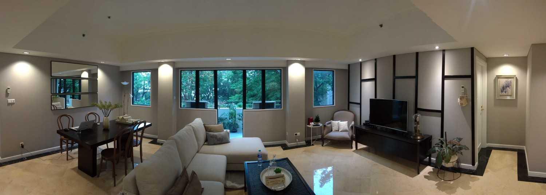 Foto inspirasi ide desain ruang makan skandinavia Living and dining area oleh SASO Architecture Studio di Arsitag