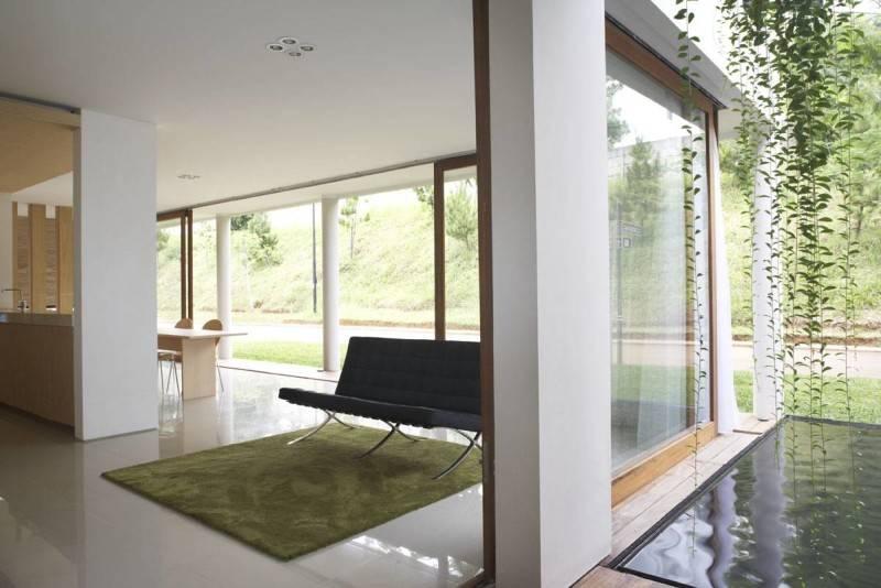 Foto inspirasi ide desain ruang keluarga minimalis Livingroom-1 oleh Sontang M Siregar di Arsitag