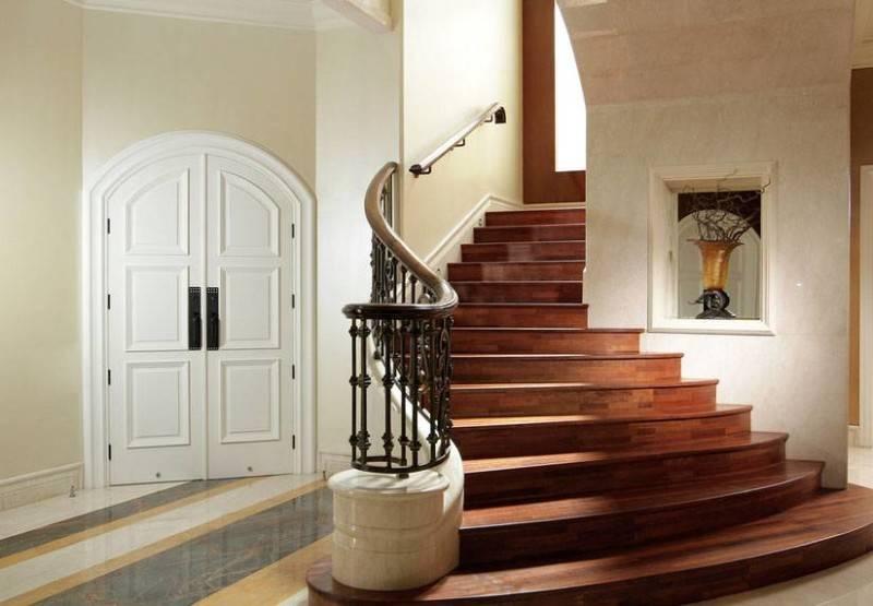 Foto inspirasi ide desain tangga kontemporer Staircase oleh Iwan Sastrawiguna di Arsitag
