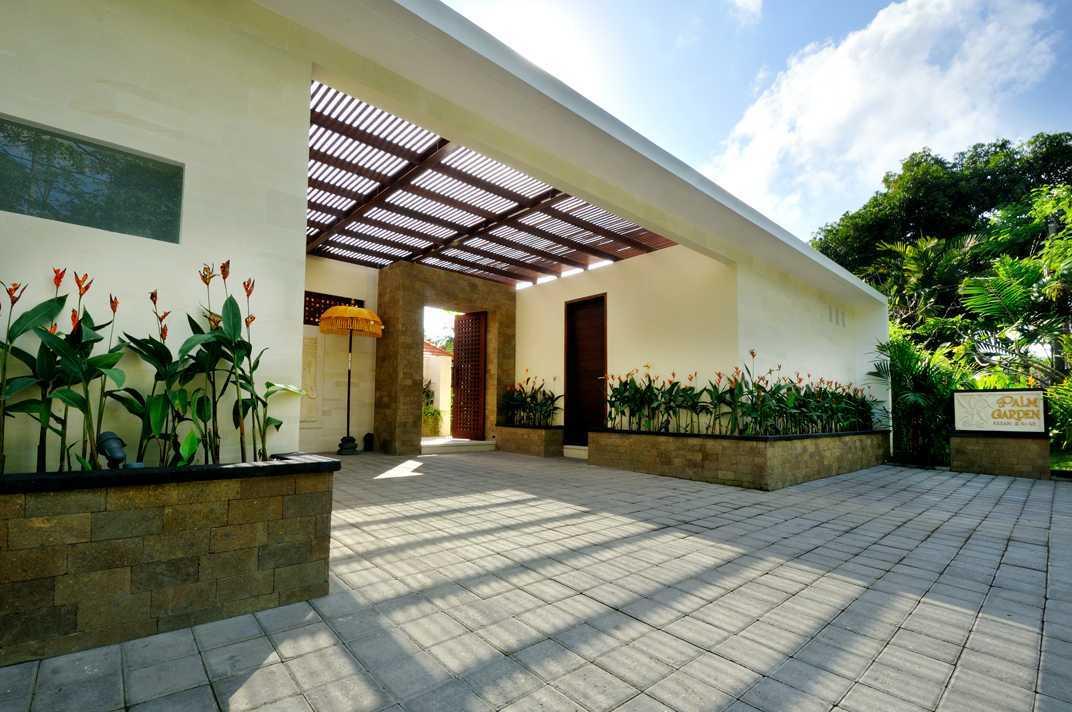 Foto inspirasi ide desain entrance Main entrance oleh OG Architects di Arsitag