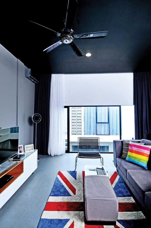Foto inspirasi ide desain ruang keluarga minimalis Livingroom oleh Vindo Design di Arsitag