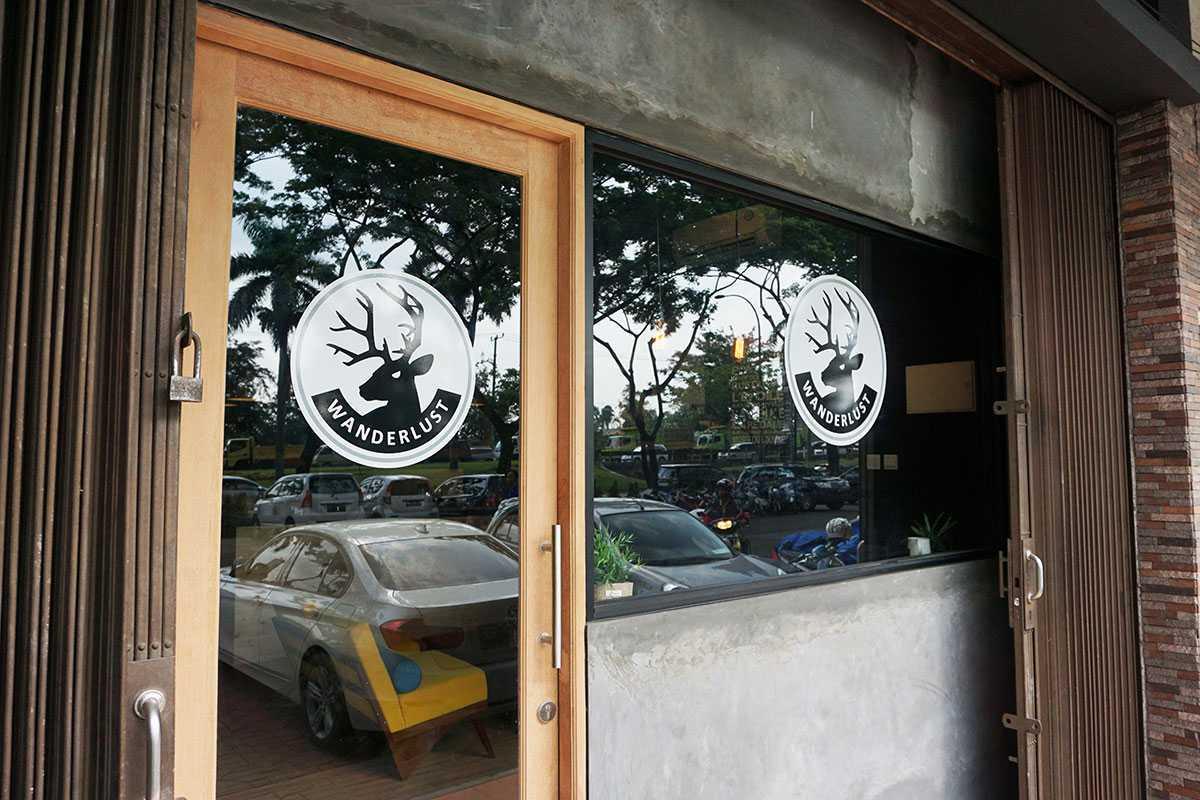 Foto inspirasi ide desain entrance industrial Entrance oleh Vindo Design di Arsitag
