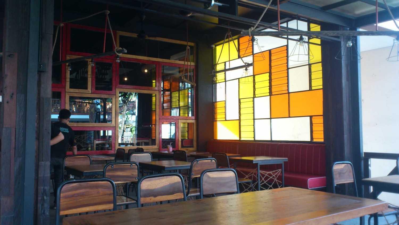 Foto inspirasi ide desain restoran industrial Dsc3072 oleh erwin kusuma di Arsitag