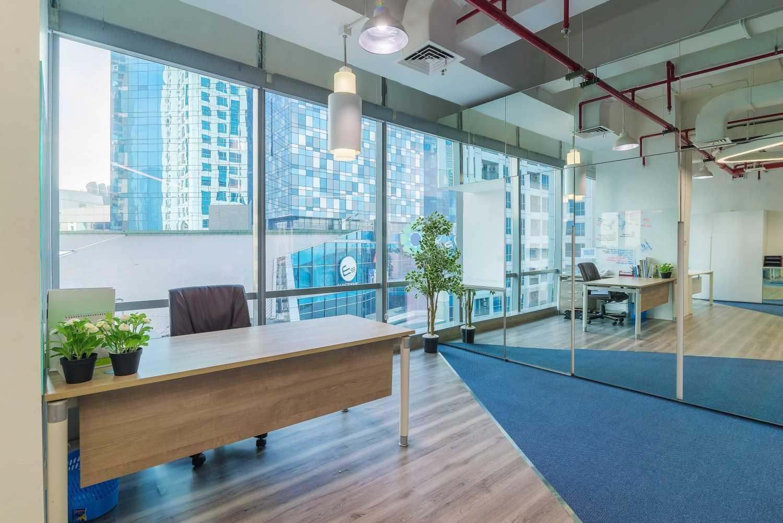 Foto inspirasi ide desain ruang kerja kontemporer Workroom oleh Delution Architect di Arsitag