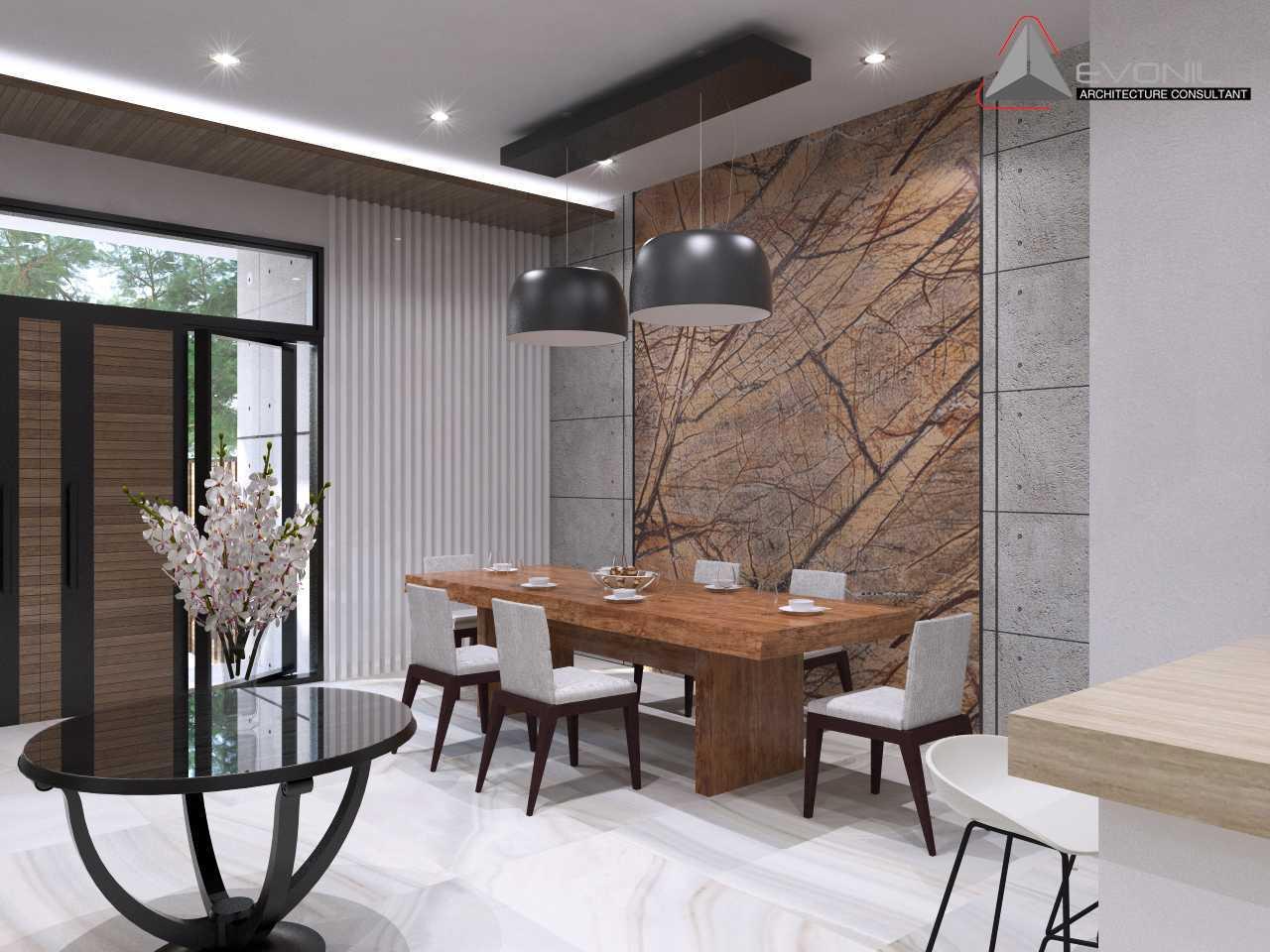 Foto inspirasi ide desain ruang makan asian Ruang-makan-residencepluit-timur oleh Evonil Architecture di Arsitag