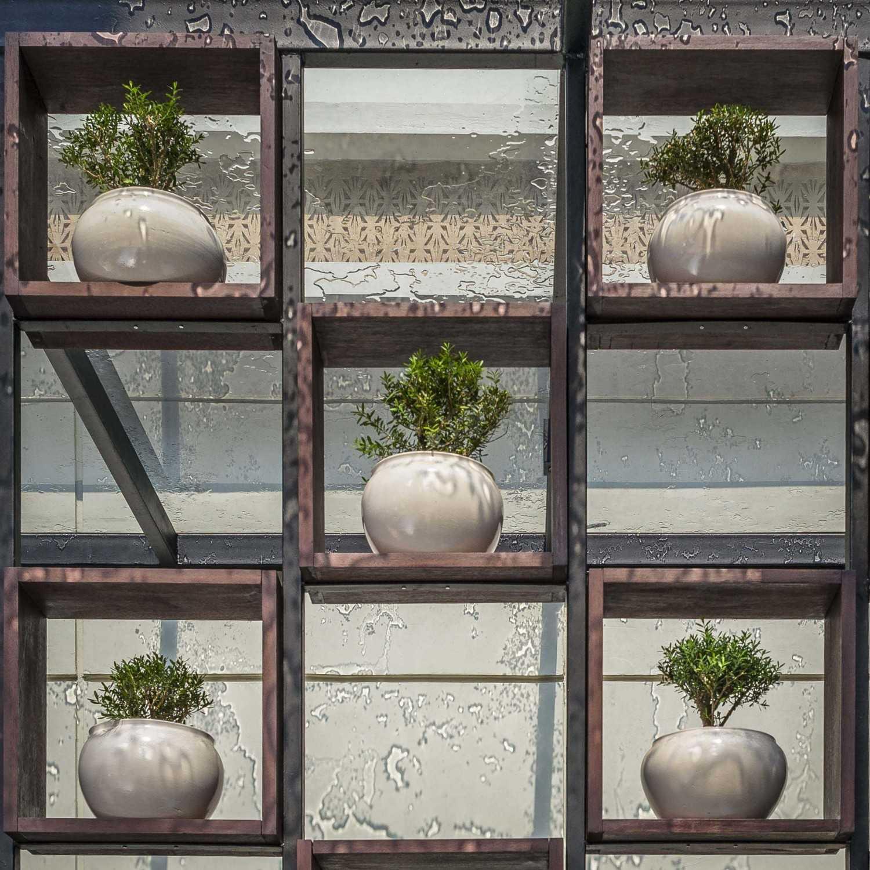 Foto inspirasi ide desain restoran Exterior details oleh VIN•DA•TE di Arsitag