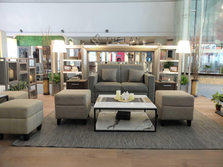 Foto inspirasi ide desain display area minimalis Booth type a oleh PT. MODULA di Arsitag