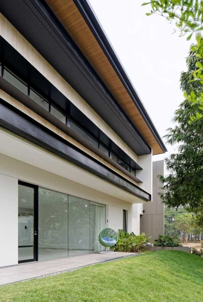 photo exterior view rs house 5 desain arsitek oleh axialstud